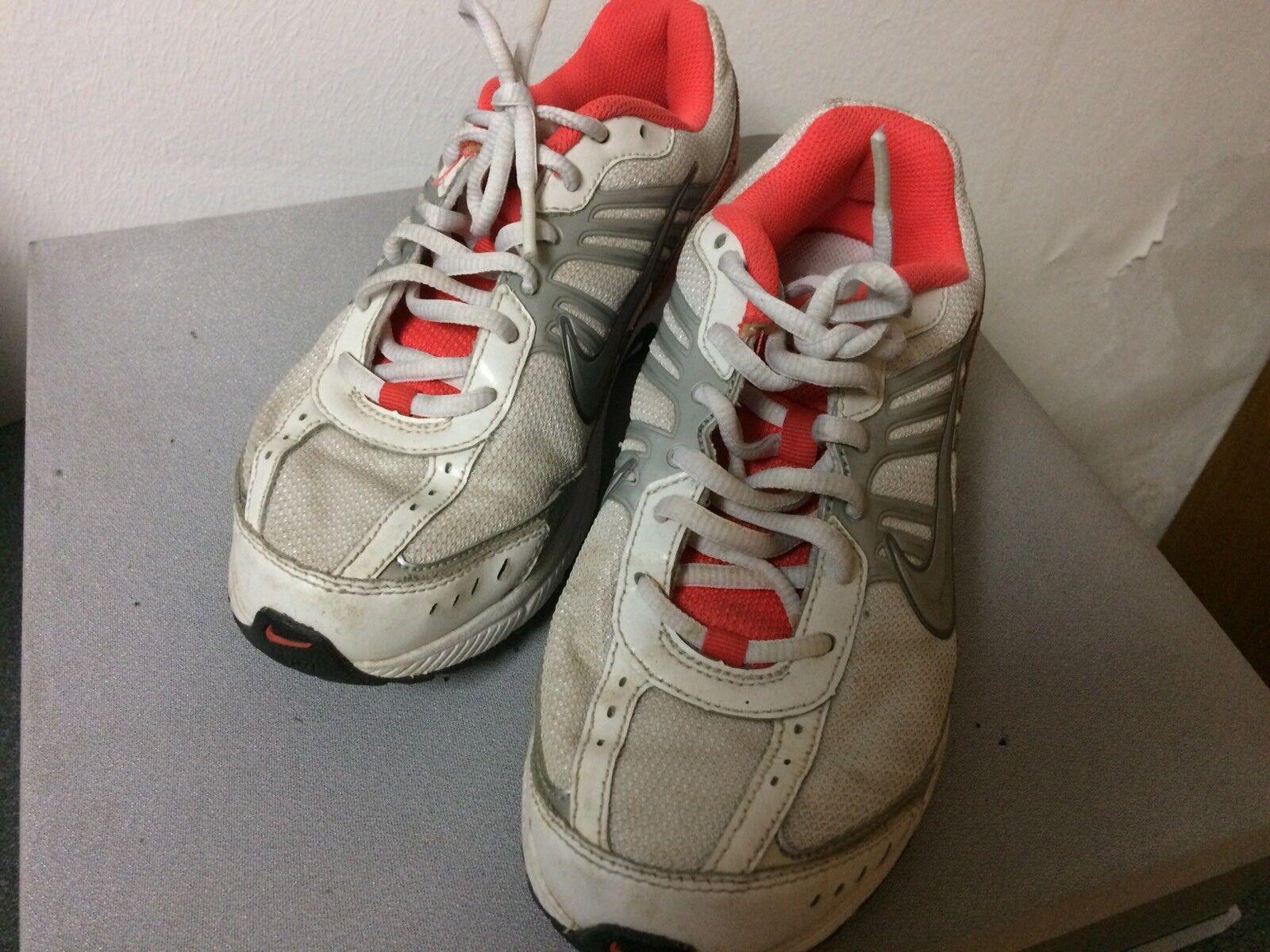 Nike Dart 8 Running E Misura 40 Bianche E Running Arancioni 506ec4