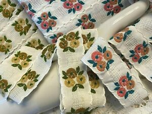 VINTAGE-Embroidered-COTTON-1-3-8-034-034-TRIM-RIBBON-1yd-Made-in-England-Scalloped