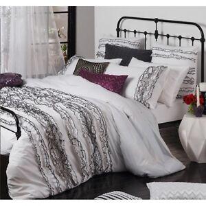 New-LOGAN-amp-MASON-LOLA-WHITE-Black-Ruffle-Edges-KING-Quilt-Doona-Duvet-Cover-Set