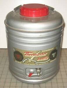 Vintage-1950-039-s-THERMASTER-HOT-COLD-12-034-Tall-Water-BOTTLE-Poloron-with-2-Cups