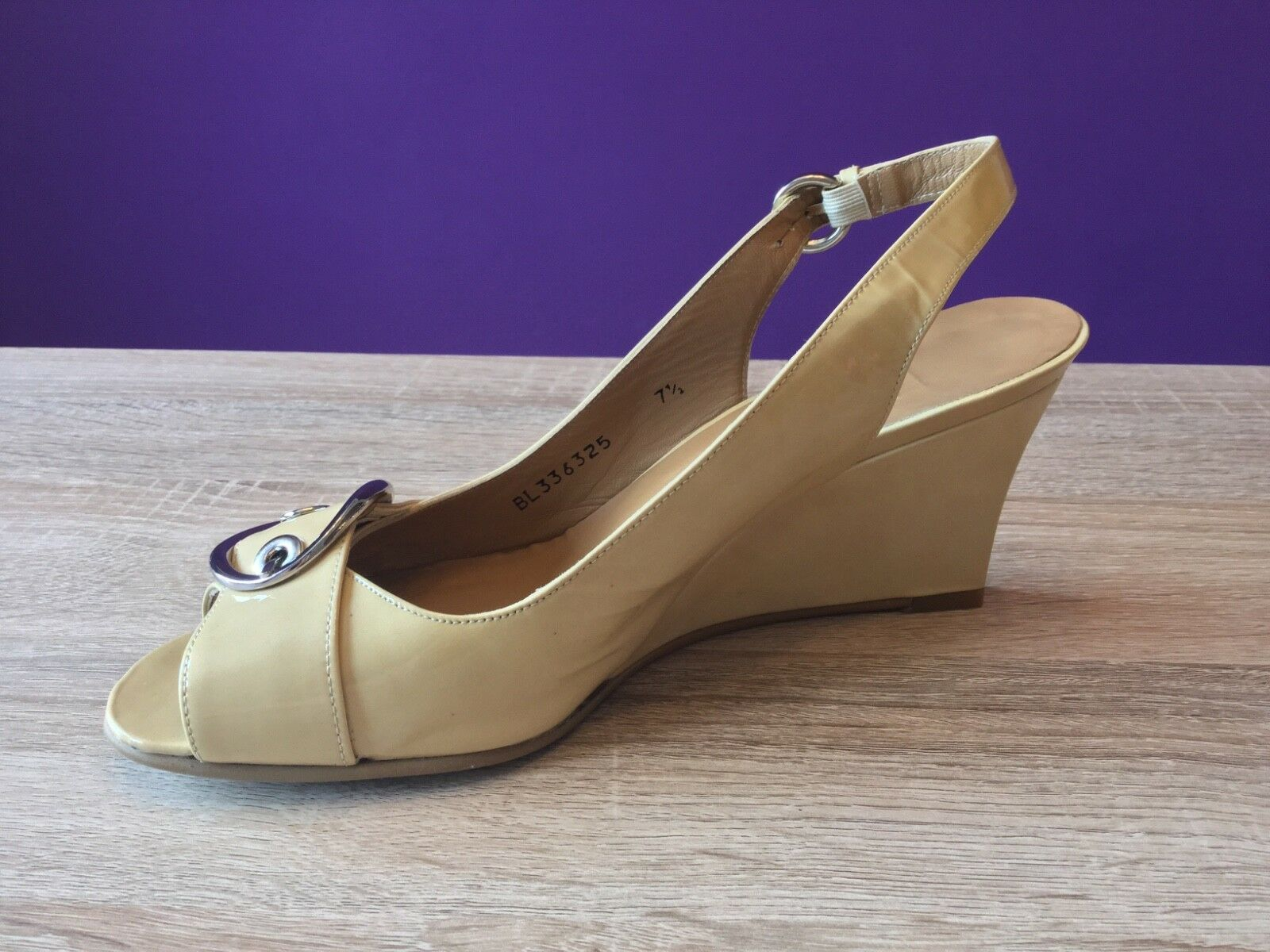 Stuart Weitzman For Russell & Bromley Sandales. Beige Patent Leder Wedge Sandales. Bromley UK 5.5 b89502