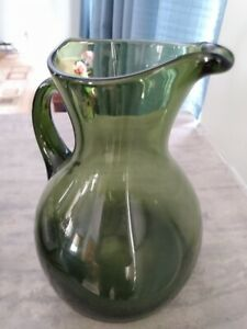 Vintage-Emerald-Green-Glass-Drinking-Pitcher-1950-1965-8-034-Tall-x-6-034-base-DIA