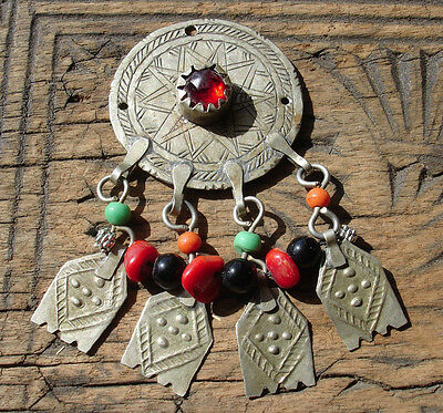 Moroccan  medium  round pendant with red jewel and small hands with dots