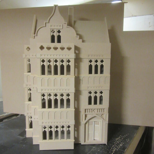 DOLLS HOUSE 1//12TH SCALE  PAINTED WOODEN TOY FORT