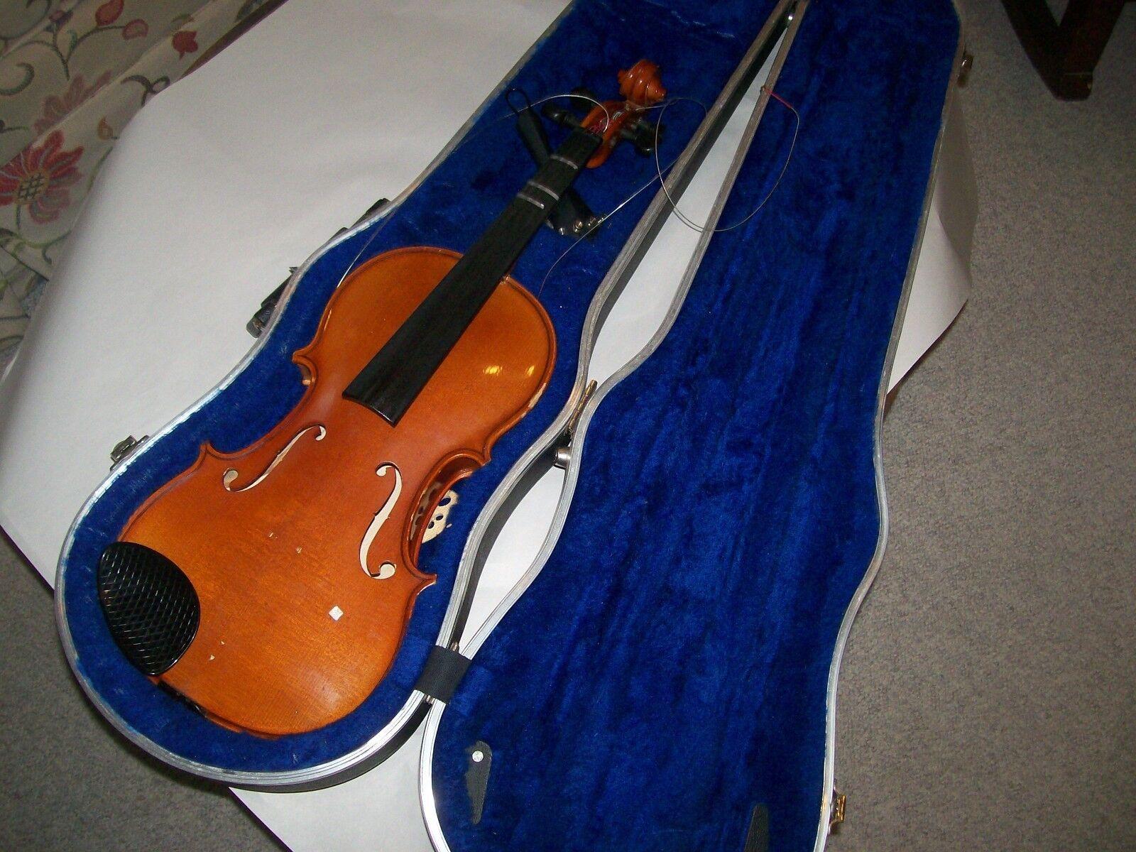 Violin 4 4 Struna Model 220 w case for restoration or parts