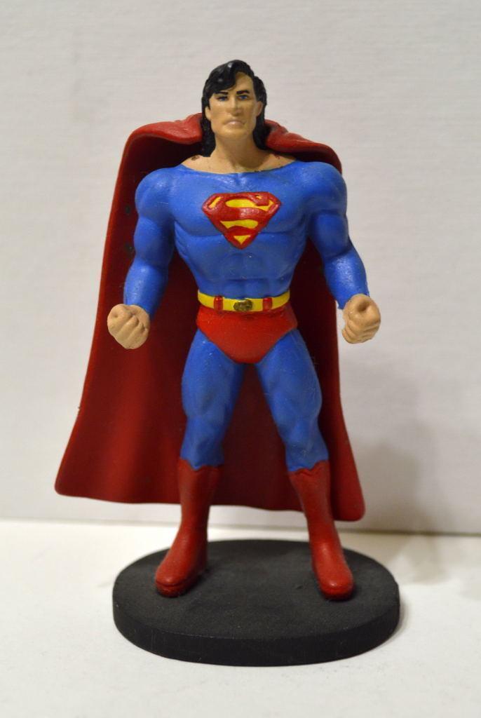 SUPERMAN 3 1 2  FIGURE w Long Hair & REMOVALBE CAPE KFC Premium Toy PRO PAINT