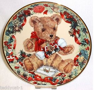 Franklin-Mint-Sammelteller-TEDDY-039-S-FIRST-CHRISTMAS-von-Sarah-Bengry