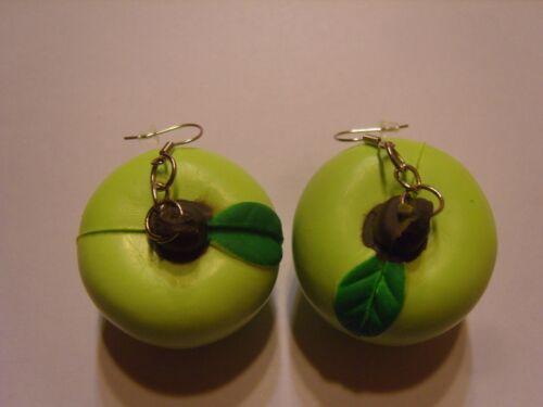 Ohrringe mit grünem Apfel aus Gummi  Handgemacht 2881