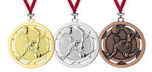 10 Stück 50mm geprägte Fußball Medaillen mit Band nur 10,95 EUR