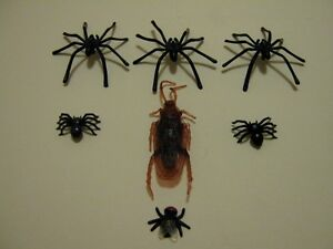 Fake Fly Spider /& cockroach Joke Prank Plastic Rubber Gag Trick fake insect
