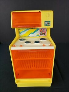 Vintage-Barbie-Dream-House-Kitchen-Stove-Oven-Range-Yellow-Accessory-Furniture