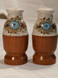 grey Cute Vintage Mid-Century Modern ceramic White silver and blue flower salt shakers