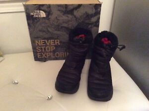THE NORTH FACE Womens US 6 Thermoball Black Snow Boots Booties Winter
