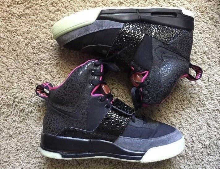 Nike Air Yeezy 1 Size 8.5 Black
