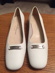 8f5f83f5e65 Image is loading Salvatore-Ferragamo-Womens-White-Leather-Pumps-Size-9-