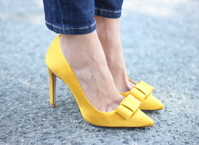 incredibili sconti ZARA mustard giallo silk satin pointed pointed pointed pumps heels vamp with bow rare US 9 EU 40  Ritorno di 10 giorni