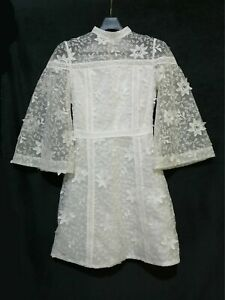 Gyukuu Wearing lace dress with angel sleeves