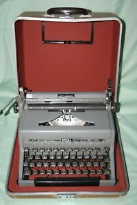 Vintage 1949 Royal Quiet De Luxe Portable Typewriter with Case - Works -