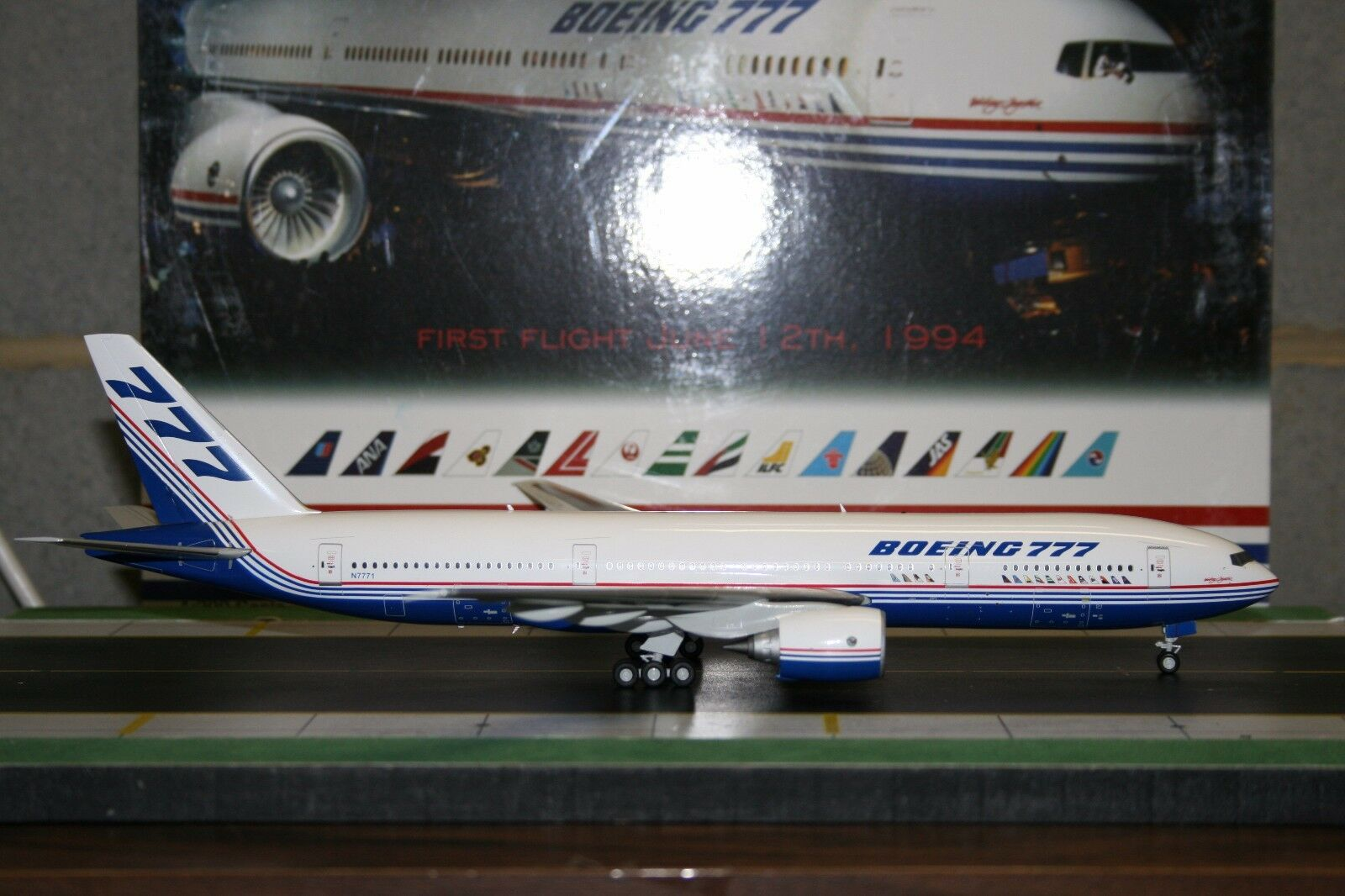Inflight200 1:200 Boeing Company Company Company 777-200 N7771  Roll Out   IF7770914  Die-Cast 5078d1