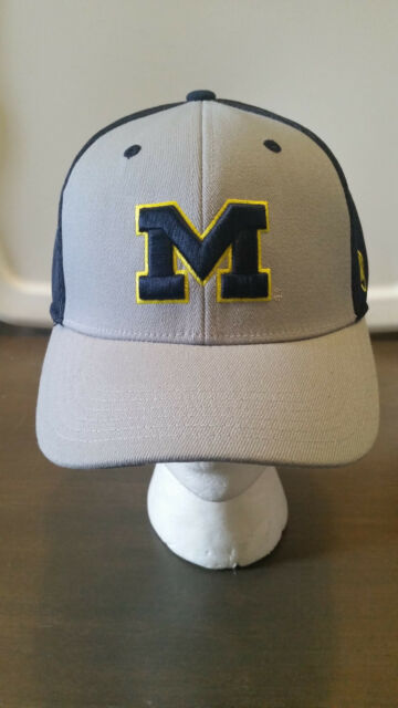 huge selection of f5523 9e542 NCAA UNIVERSITY OF MICHIGAN WOLVERINES TOP OF THE WORLD ROSS MEMORY FIT HAT