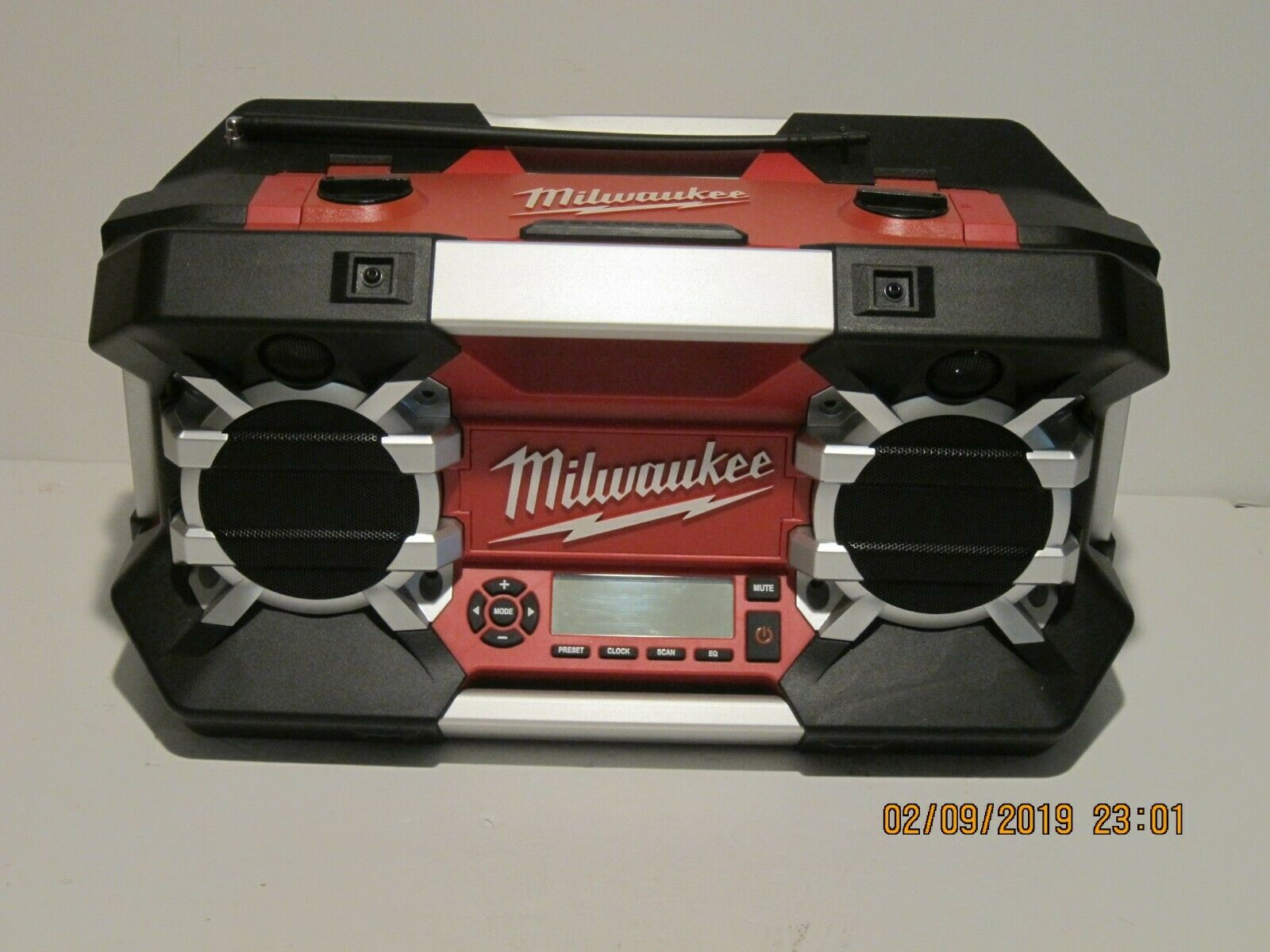Milwaukee Radio 2790-20 12V-28Volt iPhone iPod Ready, FREE SHIP NEW DEMO DISPLAY