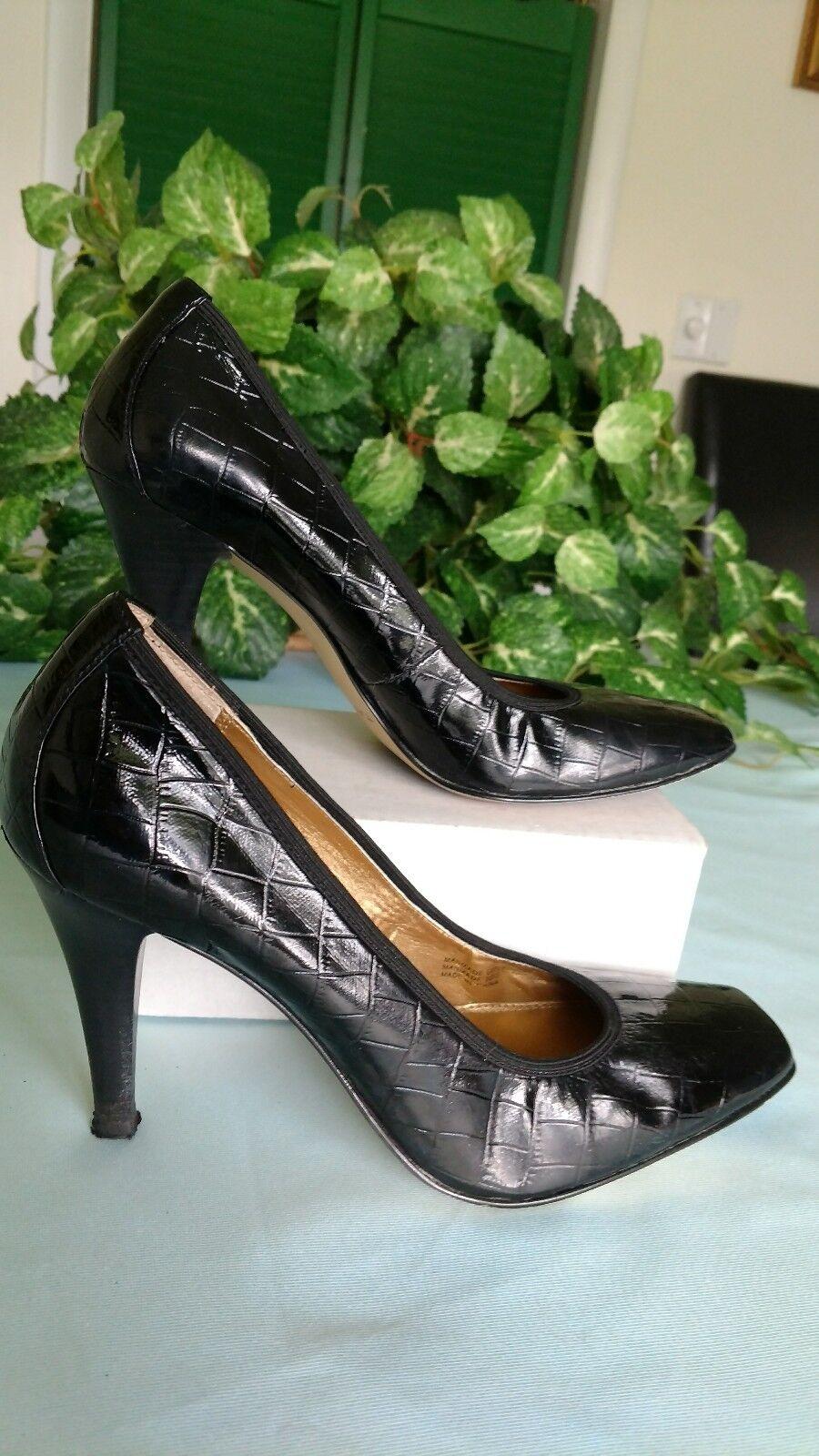 Size 8 Tahari black 3.75