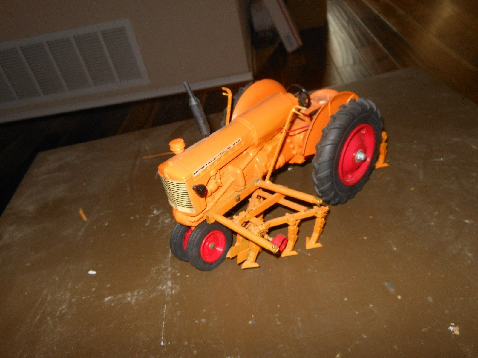 Minneapolis Moline  U  lp-gas toy tractor  (White, Oliver) 1 16    w cultivators