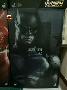 Hot-Toys-Justice-League-BATMAN-in-Tactical-Suits