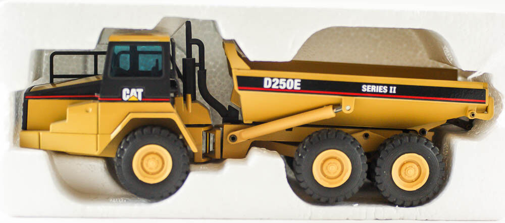 Cat 250E NZG MODELLE Caterpillar DIE CAST Comme neuf IN BOX Série II Articulé Camion