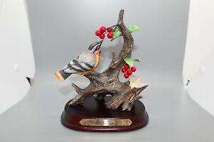 VINTAGE-WELLINGTON-COLLECTION-BIRD-FIGURINE-ON-TREE-WITH-BERRIES