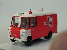 Brekina Mercedes 508 Feuerwehr HAMBURG RTW - 93690