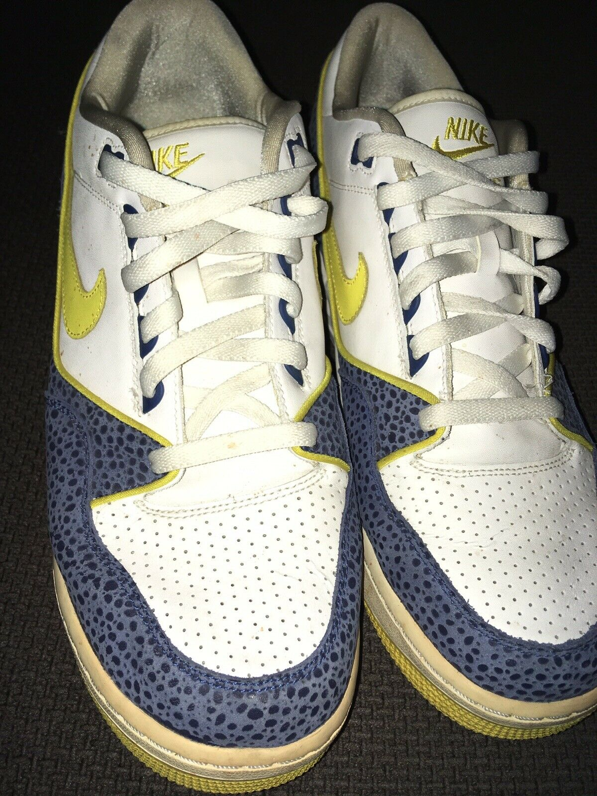 NIKE Air Max Assault White bluee Yellow Sz 12 Mens Low Top Athletic shoes Sneaker