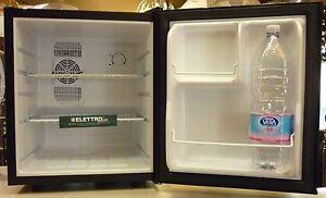 Piccolo Frigo Da Ufficio : Nero mini frigo bar silenzioso piccolo in classe a da ufficio per