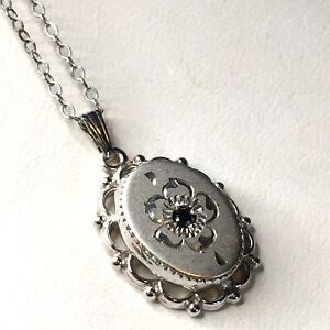 Vintage-Sterling-Silver-Flower-Pendant-Onyx-Center-20-034-Necklace