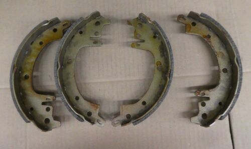 BRAND NEW PREMIUM REAR BRAKE SHOES 555 FITS VEHICLES LISTED ON CHART