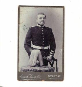 CDV-Foto-Garde-Soldat-mit-Pickelhaube-und-Busch-Spandau-um-1900