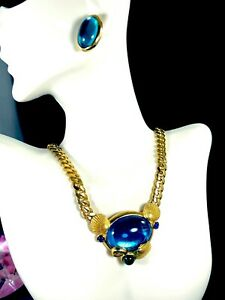 LOVELY-TRIFARI-TM-AQUA-BLUE-GREEN-CABOCHON-SEASHELL-NECKLACE-PENDANT-EARRING-SET