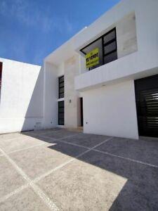 Hermosa Residencia en Lomas de Juriquilla, Jardín, Estudio o 4ta Rec