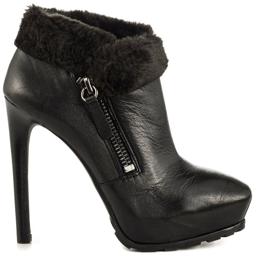 GUESS BOOTS --10-- BLACK--MSRP 139