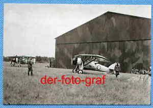 Foto-Frankreich-Cosne-Flugplatz-franzoesische-Flugzeuge-Soldaten-um-1940