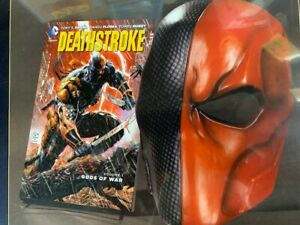 DC-Deathstroke-Book-and-Mask-Set-NEW-MSRP-30