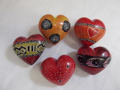 5,0 cm Handarbeit Speckstein Handschmeichler Herz mit verschiedenen Mustern ca