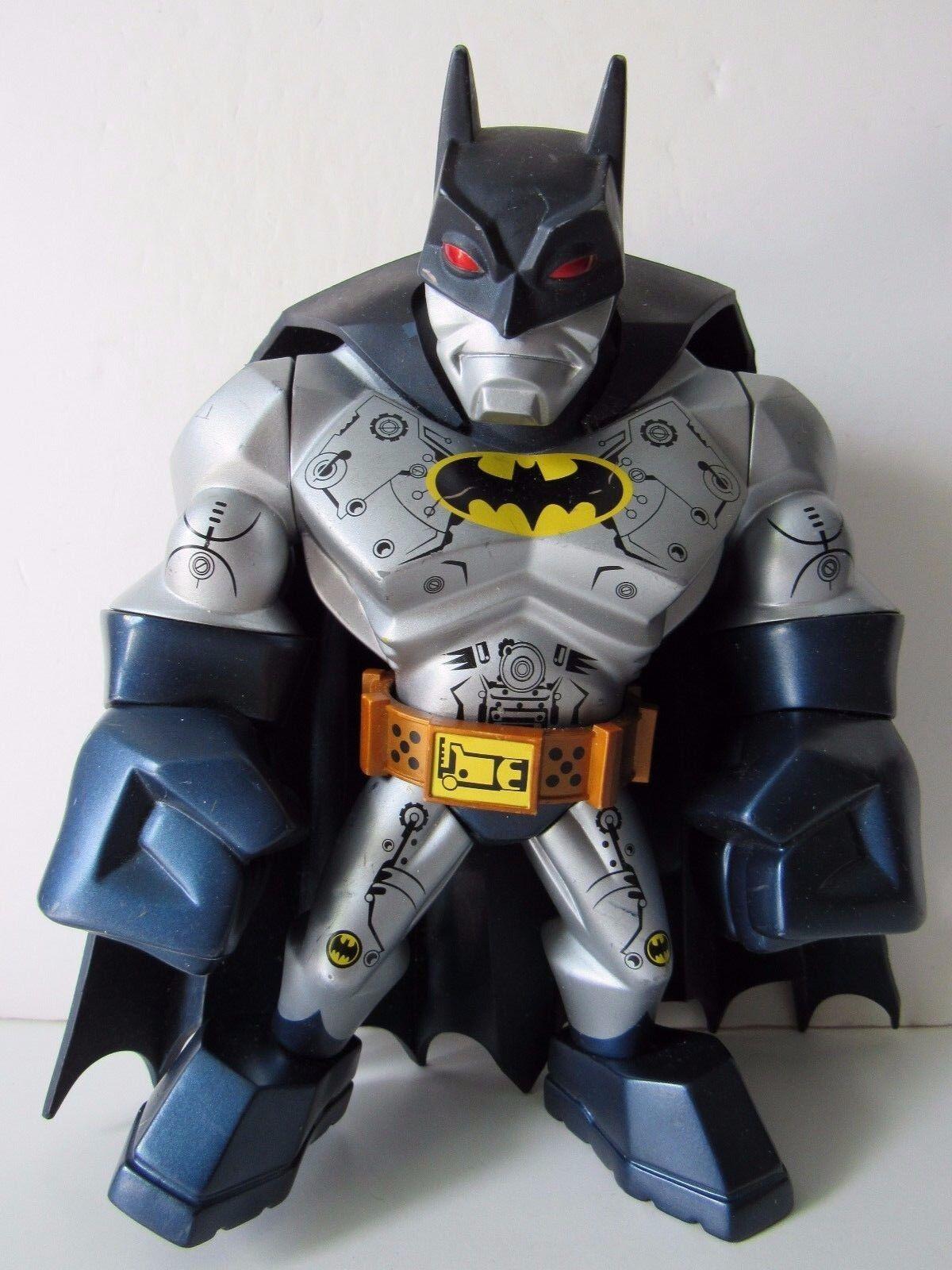 DC Direct Uni-formz Limited Edition Designer 8  Armoruge Batman vinyl figures