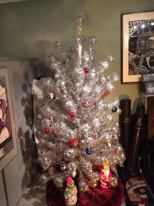 Vintage 6 Aluminum Christmas Tree Pom Pom Color Wheel Light See