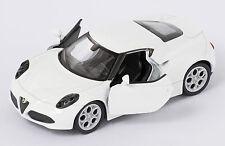 BLITZ VERSAND Alfa Romeo 4C weiss / white Welly Modell Auto 1:34 NEU & OVP