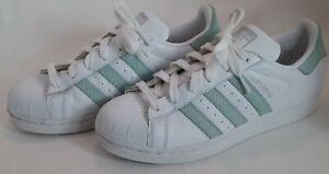Detalles acerca de Mujer Original Adidas SuperStar Blanco Zapatillas De  Cuero Verde Menta nosotros tamaño 8- mostrar título original