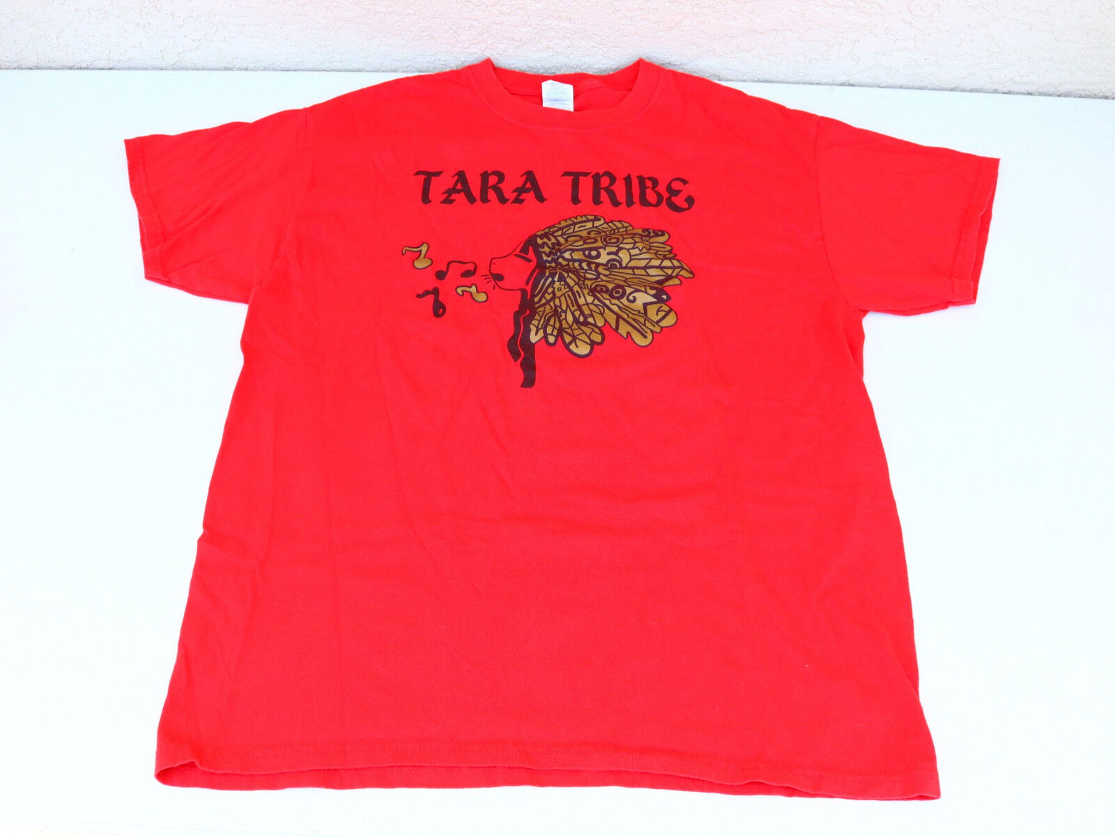 US Women ART Music Red T Shirt TARA TRIBE size L Indigenous Girl Music Whistle