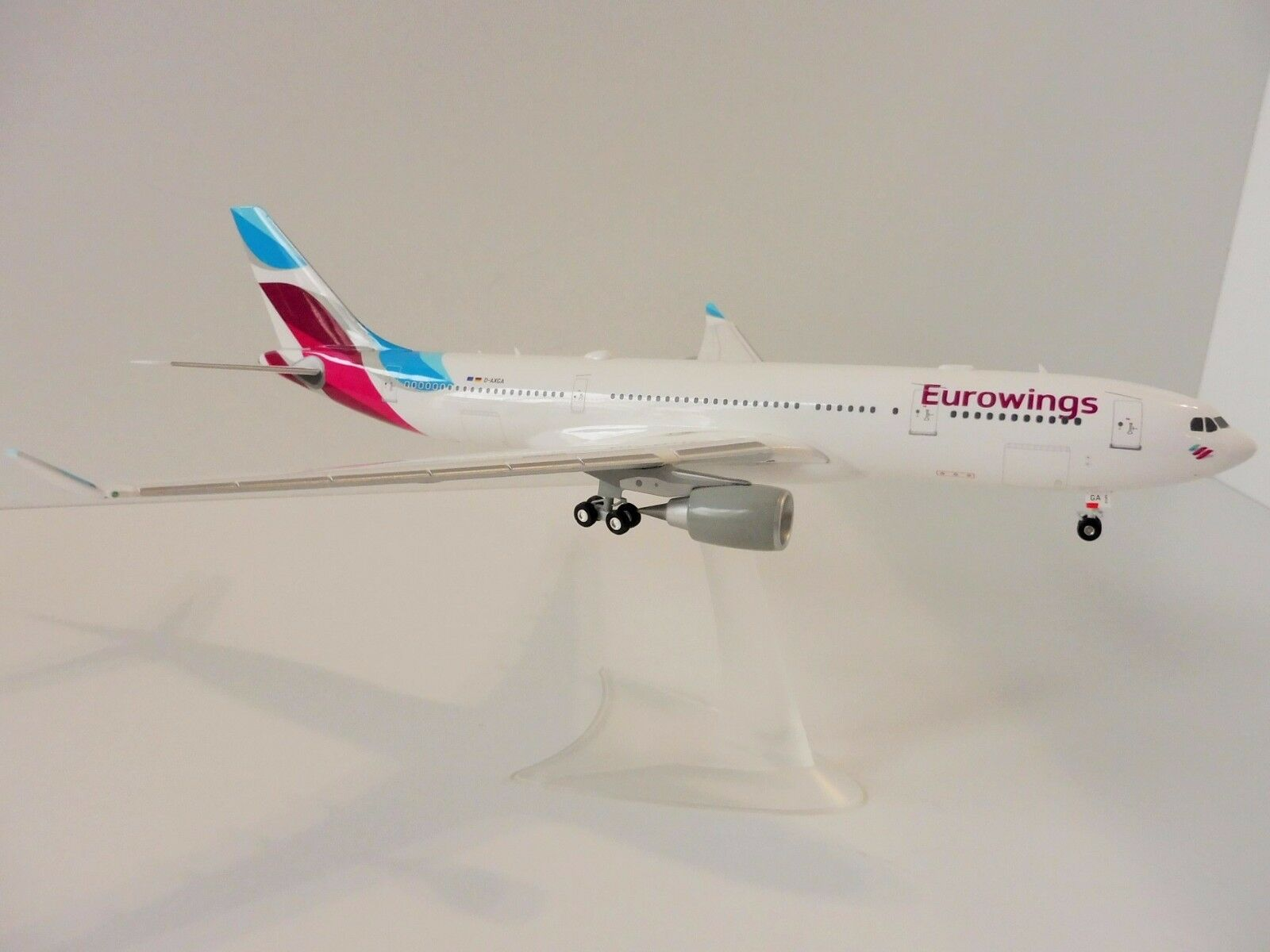 Eurovinges New Färgi flygbusss di A30 -200 1  200 Herpa 557399 A30 a 330