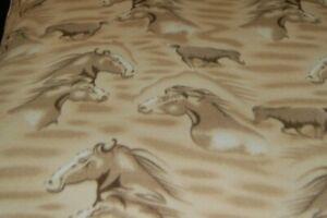 1-7Yds-Horse-Head-Horses-on-Beige-Polar-Fleece-Fabric