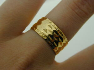 Vintage-22-Carat-Wide-Gold-Ring-1960-patterned-faceted-wedding-band-7-2g-size-R